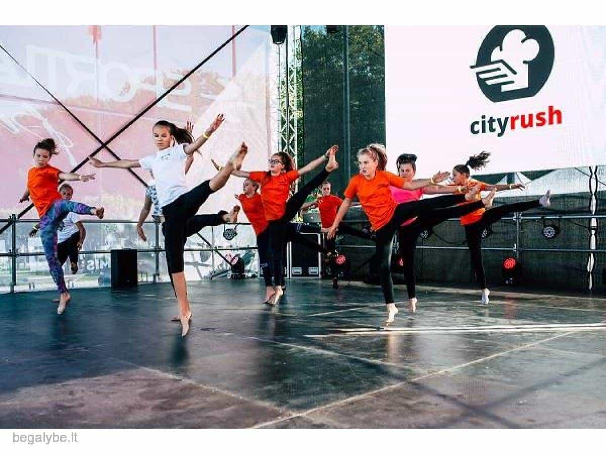 Naujai formuojama šiuolaikinių show šokių grupė